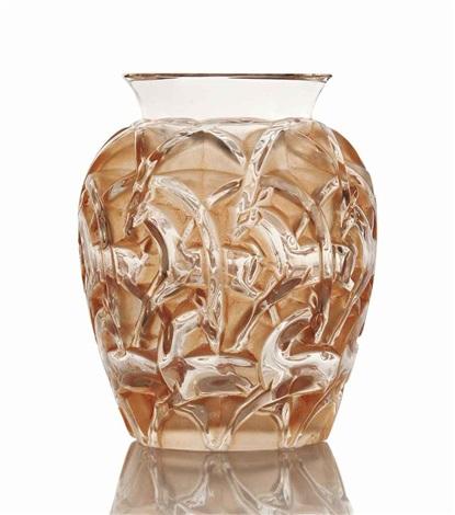 chamois vase, no. 1075 by rené lalique