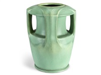 buttressed vase by teco