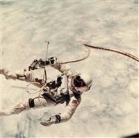 ed white. première sortie extra-vehiculaire américaine survol de l'océan pacifique (gemini iv, 3 juin 1965) by james mcdivitt