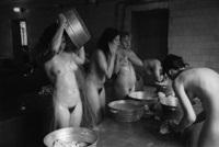 le sauna de la prison: colonie de travail pour delinquantes juvéniles de ryazan, russie by jane evelyn atwood