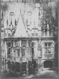 détail de la façade du palais de justice de rouen by louis désiré blanquart-evrard