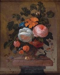 bouquet de fleurs sur un entablement avec un lézard et un escargot by philips van kouwenberg