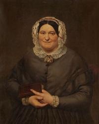 portrait d'une dame à la robe grise avec broche, coiffe en dentelle et tenant un livre het masker van de wereld by alphonse van der eycken