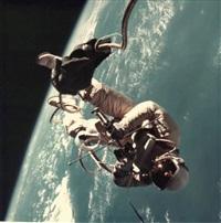 ed white. première sortie extravehiculaire américaine survol du golf de mexico (gemini iv, 3 juin 1965) by james mcdivitt