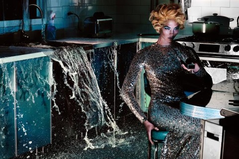 Exceptionnel Woman In Kitchen By Steven Klein