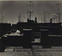 dach mit antennen und kirche, new york by ilse bing