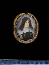 a gentleman, wearing black doublet shot with gold, the sleeves slashed to reveal white, white lace falling collar, his brown hair worn long and curling by david des granges