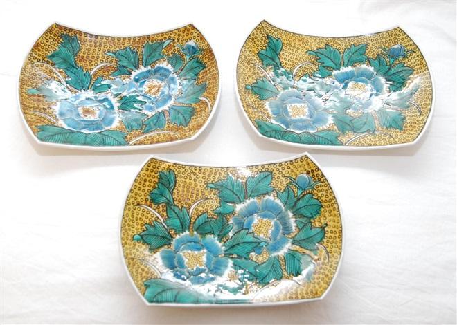 three japanese imari porcelain crescent dishes