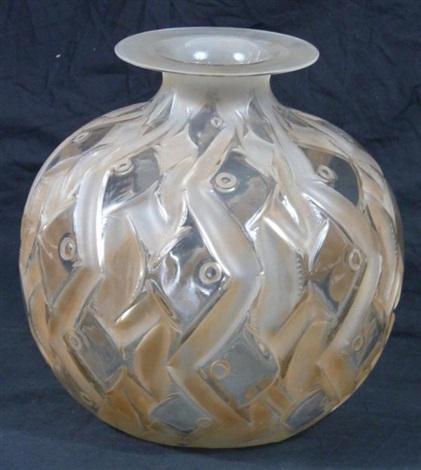 penthièvre vase by rené lalique