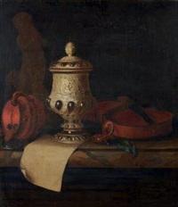 nature morte au violon, pièces d'orfèvrerie et sculpture by pieter gerritsz van roestraten