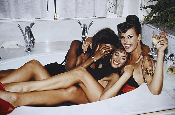 three models in a tub paris by roxanne lowit