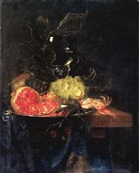 stilleben mit römer, früchten und krabbe by pieter de ring