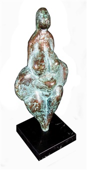a pear shaped woman by raoul angiano