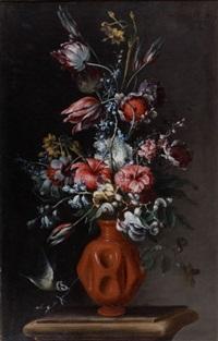bouquet de fleurs dans un vase en terre cuite et bouquet de fleurs dans un vase en faïence (pair) by tommaso realfonso