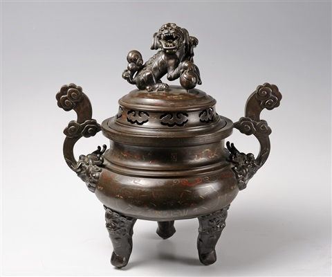a fine large bronze censerbr17th century height 49 cm
