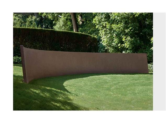schulhofs curve by richard serra