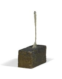 figurine sur grand socle by alberto giacometti