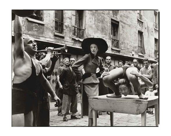 elise daniels with street performers, suit by balenciaga, le marais, paris, august by richard avedon