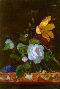 blumenstilleben in einer glasvase mit pflaume und schnecke auf einem marmortisch by cornelis kick