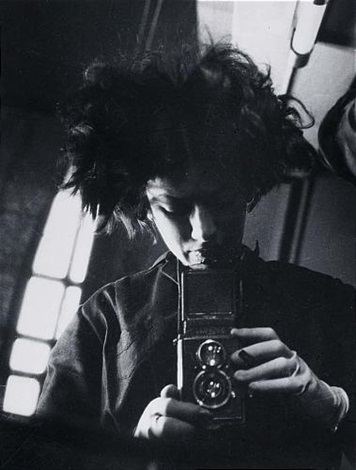 selfportrait with camera by eva besnyö