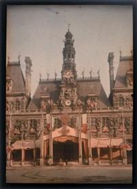 façade de l'hôtel de ville décorée à l'occasion de la journée des maréchaux, paris by léon gimpel