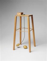 apparat, mit dem eine kartoffel eine andere kartoffel umkreisen kann (apparatus whereby one potato can orbit another) by sigmar polke