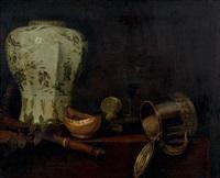 nature morte au vase chinois, à la pinte de bière et à la flûte by pieter gerritsz van roestraten