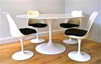 ensemble d'une table et de ses 4 chaises by eero saarinen