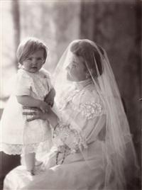 madame misonne et un de ses enfants by léonard misonne