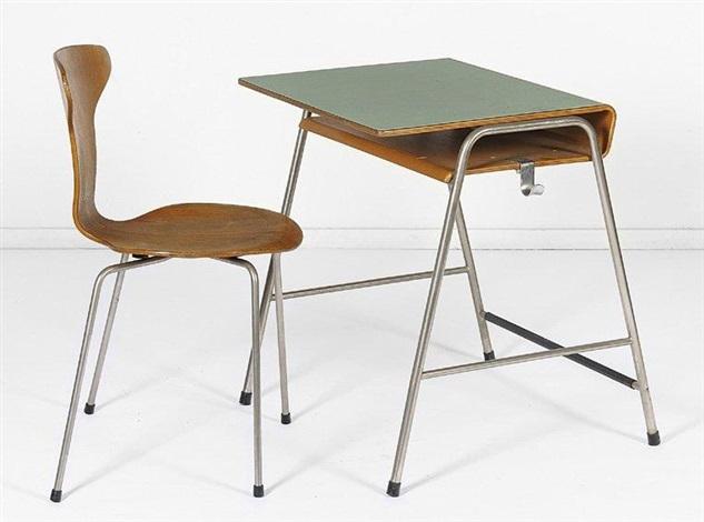 pupitre décolier et sa chaise modèle 3105 set of 2 by arne jacobsen