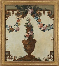 vase de fleurs dans un décor de grotesques by le riche (leriche)