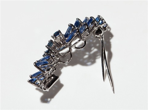 suite of 18 carat white gold with sapphires diamonds 1970s