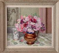 bouquet de fleurs sur une table by hippolyte madelaine