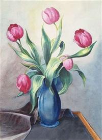 tulpen in einer vase by christian arnold
