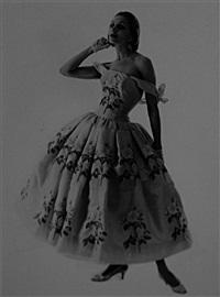 denise en givenchy robe du soir courte en organza brodé de roses d'abraham par brossin de mere, bijoux de vendome et gripoix, chaussures de perugia by pierre andré