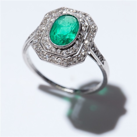 art deco ring in 18 carat white gold with emerald and diamonds