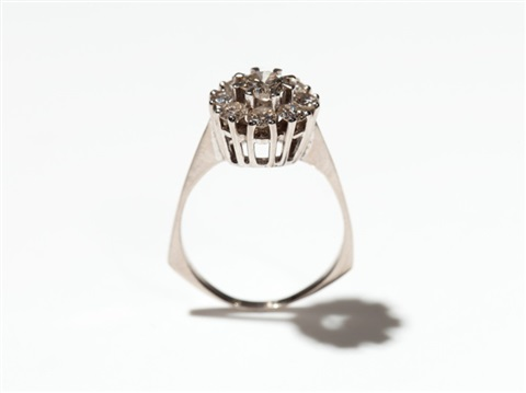 blossom shape 18 carat white gold ring with 9 diamonds 1960s