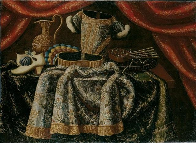 Natura morta con vestito scarpe profumi ventaglio e una brocca su un tavolo con tappeto - Tappeto sotto il tavolo ...