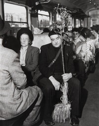 dans le métro, paris by robert doisneau