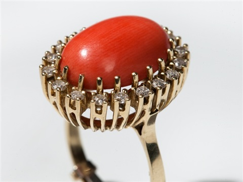 coral cabochon and 18 diamonds in a 14 carat gold ring 1960s