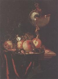 fruits, crustacés et nautile sur un entablement by harmen loeding
