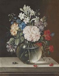 camélia rose, oeillet orange, jacinthe blanche et autres fleurs dans un vase en verre by jacob woutersz vosmaer