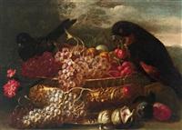 natura morta con coppa in metallo sbalzato, uva, ciliege, fichi, prugne e uccelli by giuseppe vicenzino