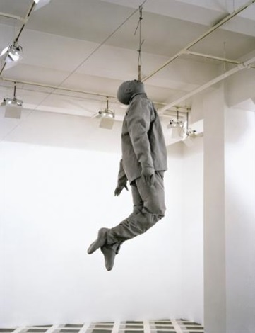 hanging figure by juan muñoz