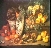 natura morta di frutta e funghi e due ceraniche - nature  morta con ortaggi e astice su un vassoio by fardella