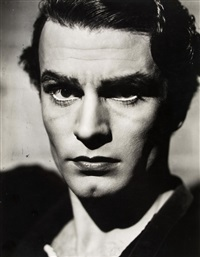 laurence olivier as hamlet at the old vic by angus mcbean