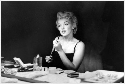 Marilyn monroe in dressing room looking in the mirror by - Black and white dressing room ...