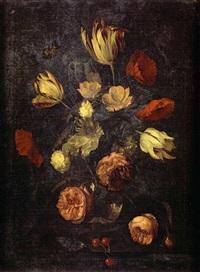 bouquet de fleurs dans un vase en verre sur un entablement by cornelis kick