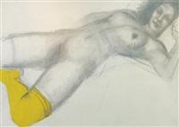 mujer con calcetín amarillo by darío morales