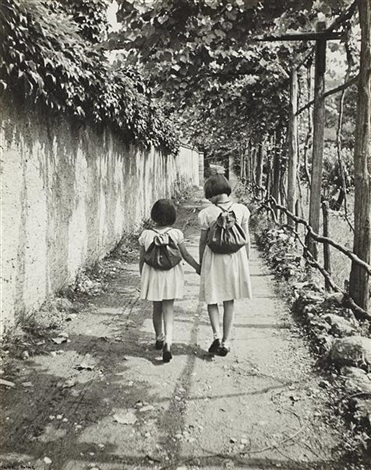 renata and her sister by ilse bing